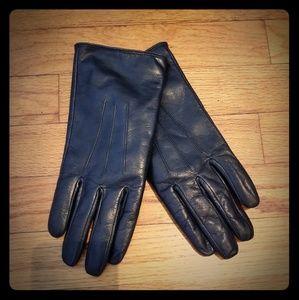 Black leather gloves size M